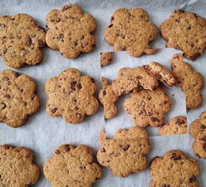 biscotti rustici da colazione con cioccolato dolce ricetta facile