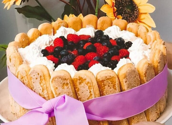 torta charlotte favola ai frutti di bosco dolce ricetta facile