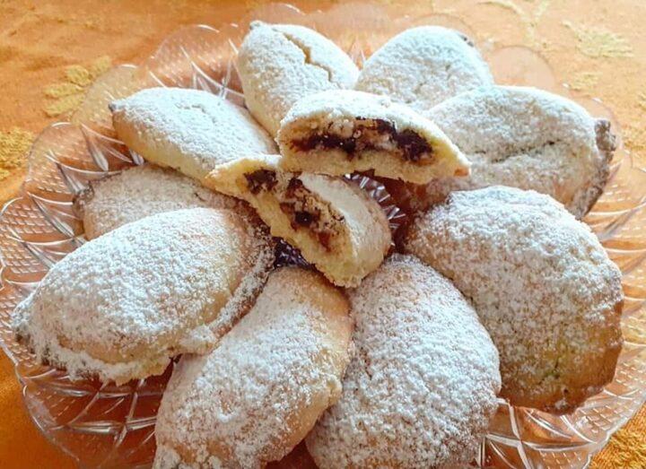 biscotti cassatelle frollose con ricotta e cioccolato dolce ripieno