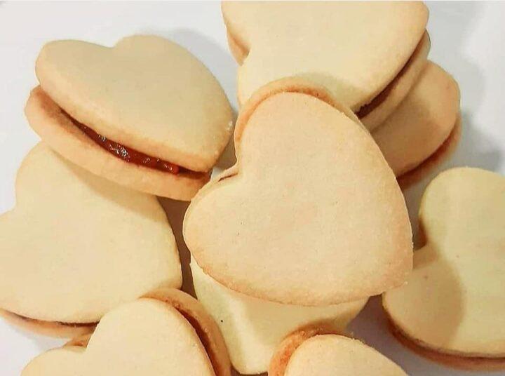 biscotti cuori frollini sable' con marmellata dolce ripieno