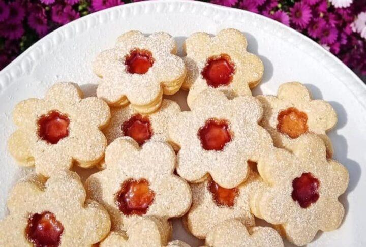 biscotti frollini margheritine con marmellata dolce ripieno