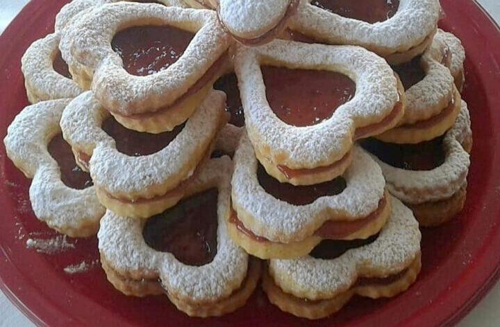 biscotti tanti cuori di marmellata dolce ripieno