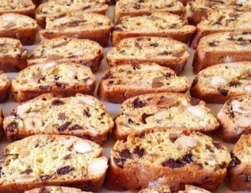 CANTUCCI CON UVETTA E MANDORLE biscotti facili e buonissimi