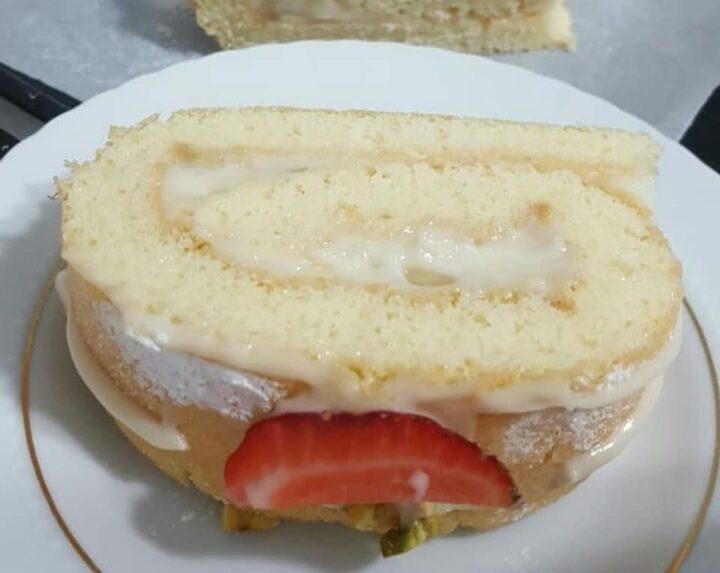 torta rotolo con crema pasticcera dolce ripieno cremoso