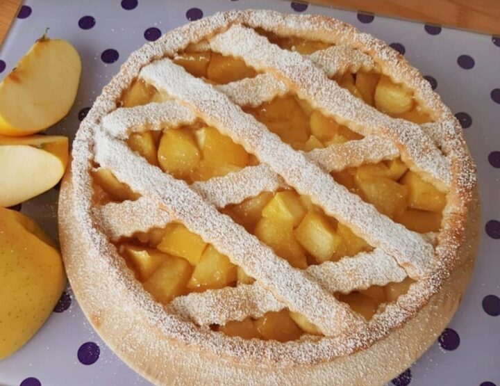 crostata d'autunno della nonna dolce ripieno mele