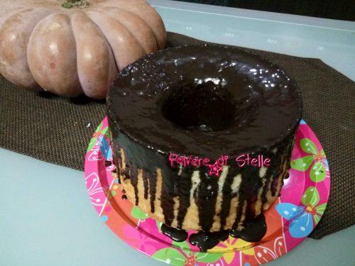 Chiffon cake al succo d'uva con salsa di vino rosso