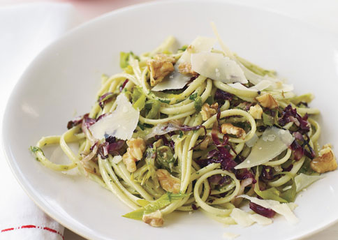 linguine_with_leeks_radicchio_and_walnut_pesto-484