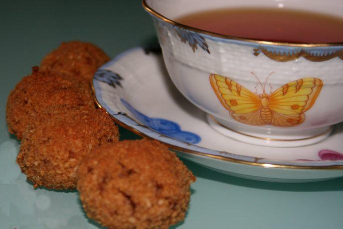 Tisana con biscotti al cocco  con zucchero integrale di canna