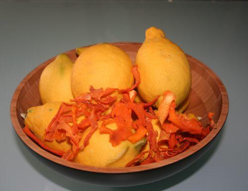 Arance e limoni: buccia disidratata