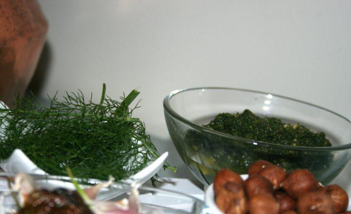 Pesto con finocchietti di montagna e nocciole di Sicilia | Ricetta facile | Veloce