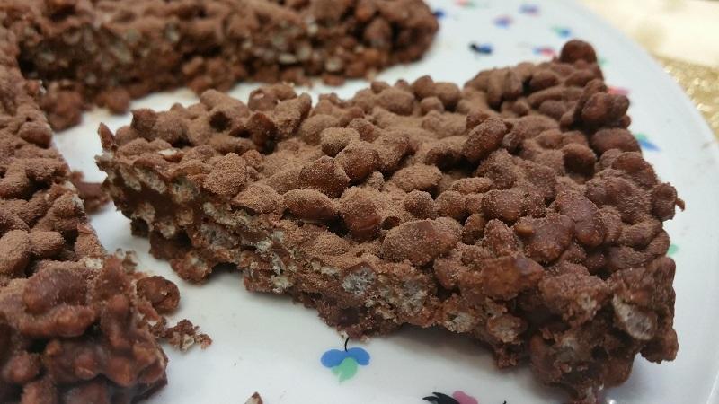 Dolce con doppio cioccolato e riso soffiato