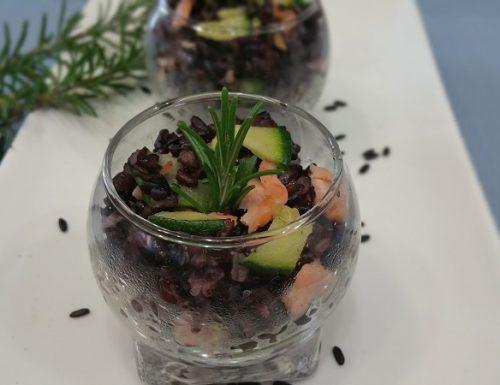 Bicchierini di riso venere salmone e zucchine