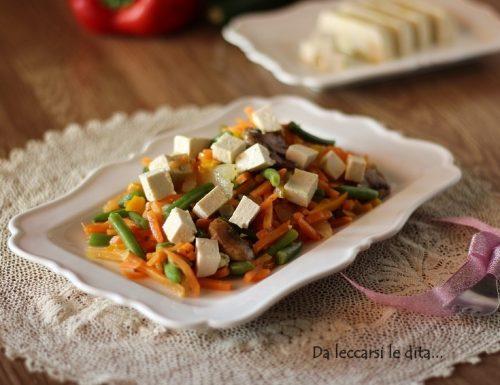 Tofu con verdure, piatto sano, leggero ma saporito