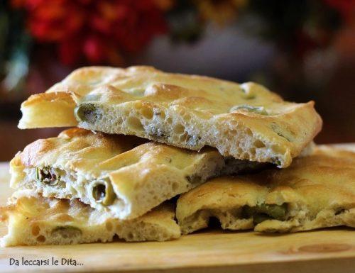 Focaccia con le olive verdi soffice soffice