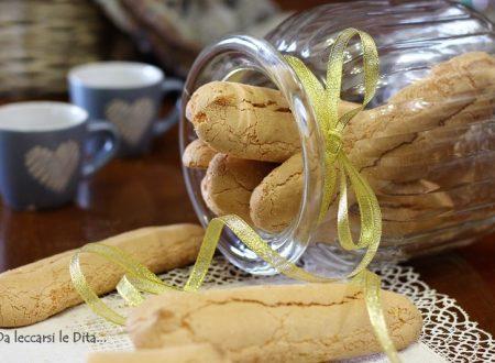 Savoiardi biscotti inzupposi per la colazione
