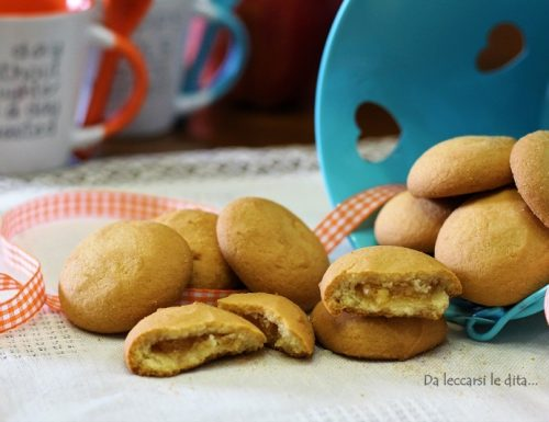 Biscotti ripieni di composta alle pere, dal gusto delicato
