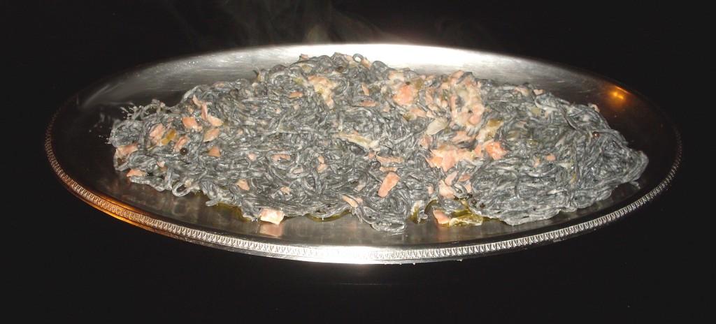 Tagliolini neri al salmone e pepe verde