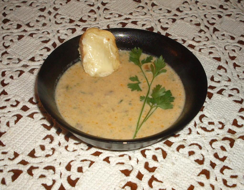 Zuppa di funghi con crostini al formaggio