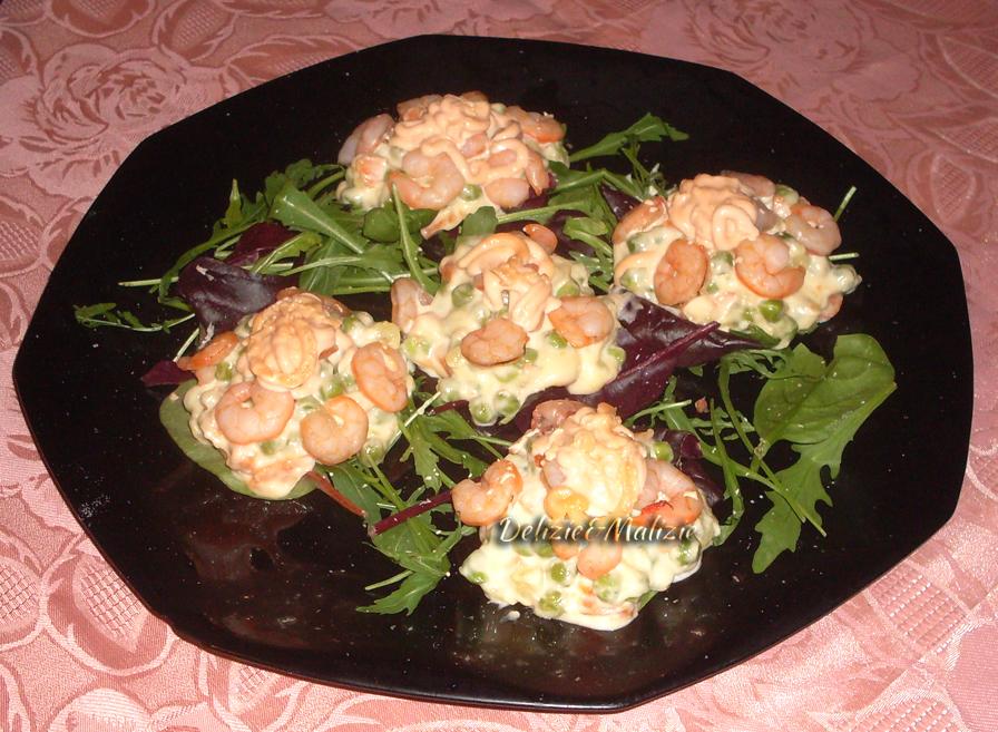Fagottini di insalata russa e gamberi in rosè