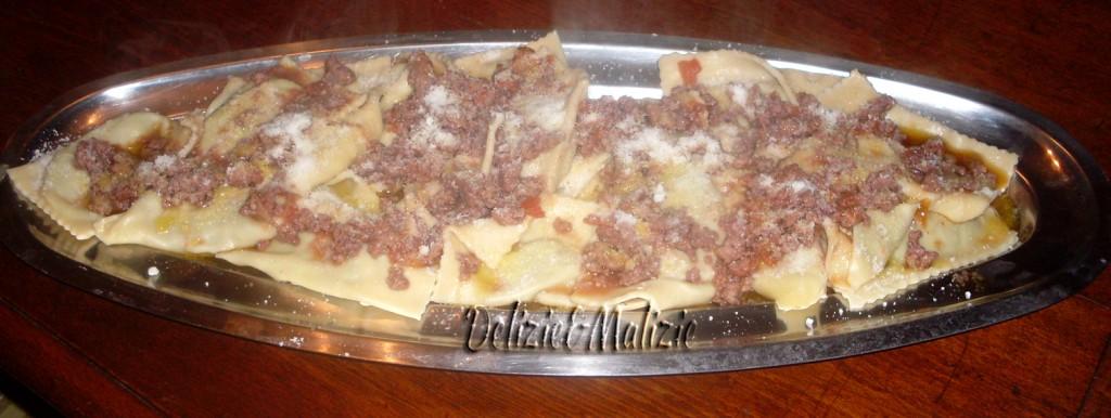 """""""Cuscini del contadino"""" alla salsiccia"""