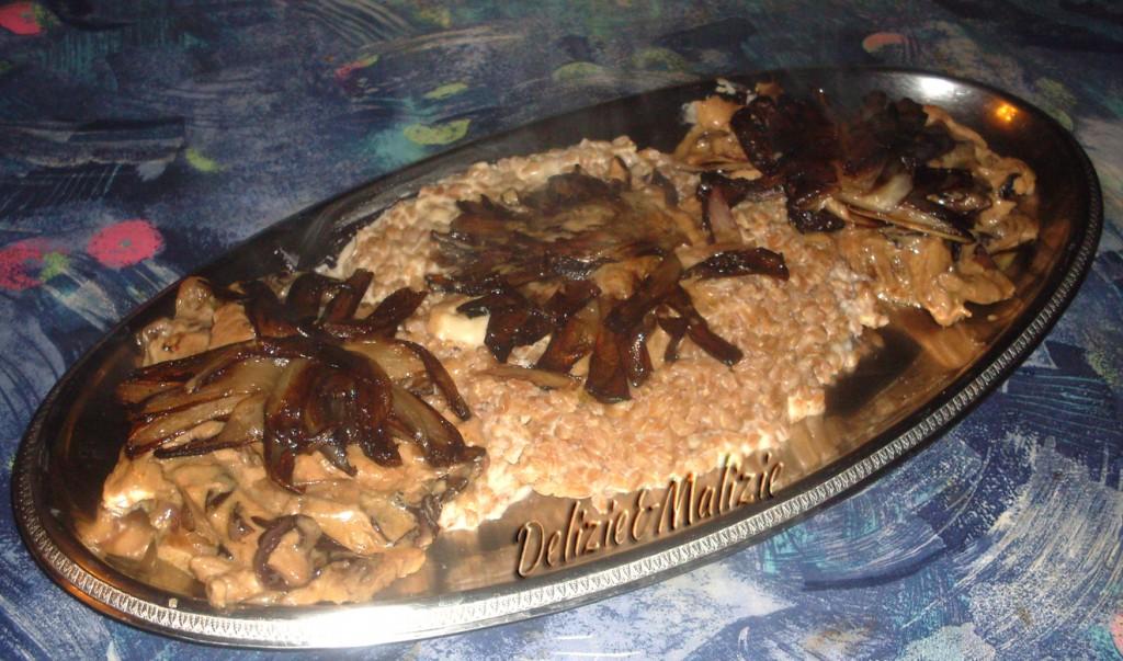 Straccetti di tacchino al radicchio con farro al gorgonzola