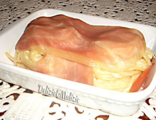 Spaghetti cremosi in cartoccio di prosciutto dolce