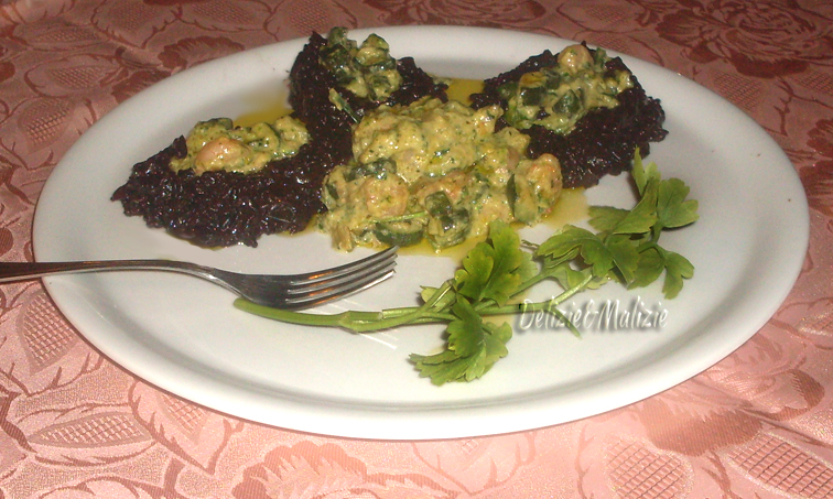 Risotto venere con gamberi e crema di zucchini