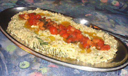 Risotto cremoso agli zucchini con pomodorini e gamberi
