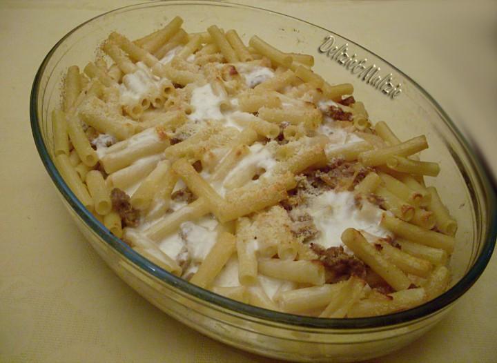 Sedani con stracchino e salsiccia, pasta al forno velocissima