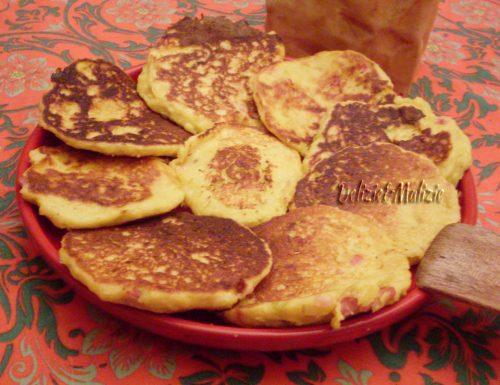 Pancake rustici di polenta e porri