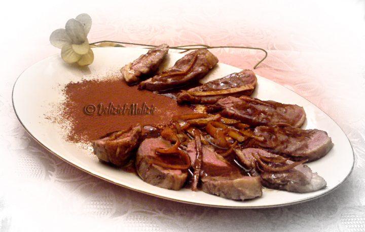 Petto d'anatra all'arancia e cacao, un piatto semplice e raffinato