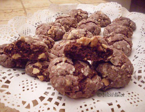 Biscotti morbidi al cioccolato e frutta secca