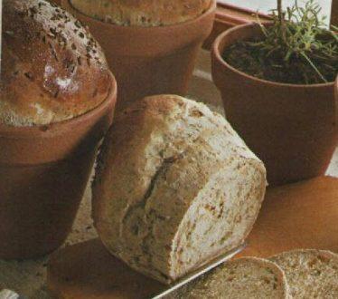 Pane speziato in vaso di coccio