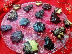 Biscotti natalizi ricoperti al cioccolato