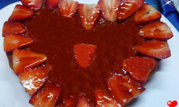 Cuore di crostata glassata alle fragole