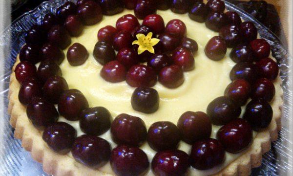 Crostata alla crema pasticcera e ciliegie