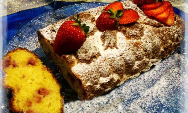 Plum-cake soffice alle fragole