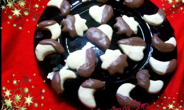 Biscotti al burro ricoperti con cioccolato al latte