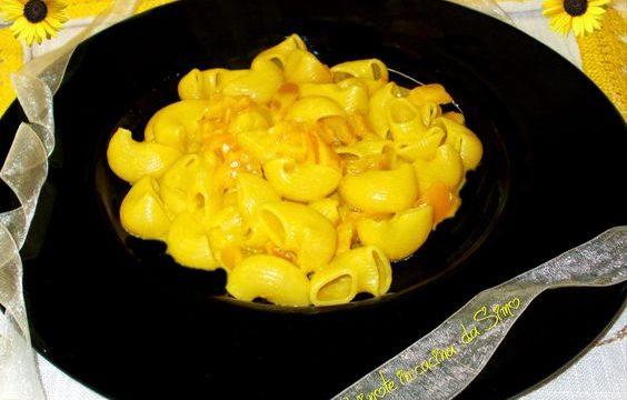 Pipe gialle con peperoni e zafferano