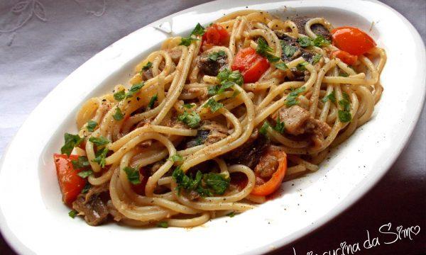 Spaghetti con funghi e tonno