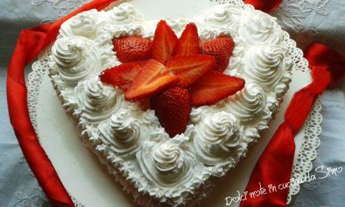 Torta cuore di panna e fragole