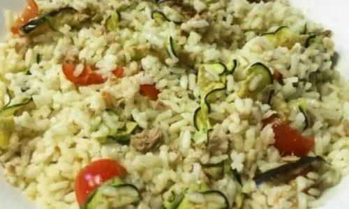 Insalata di riso con tonno pomodorini e verdure grigliate