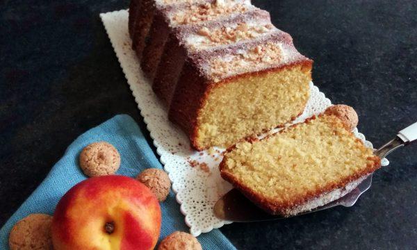 Soffice Plum-cake alle pesche e amaretti