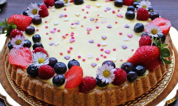 Crostata morbida alla crema e frutta