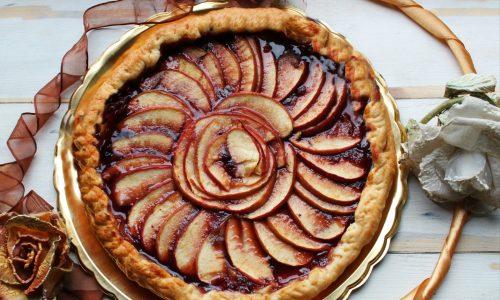 Torta di sfoglia alle mele e marmellata