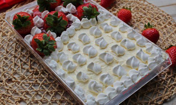 TIRAMISU' con fragole e marmellata