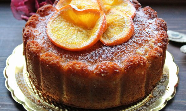 Torta sofficissima con arance caramellate