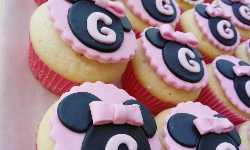 Muffin alla vaniglia con decori in pdz