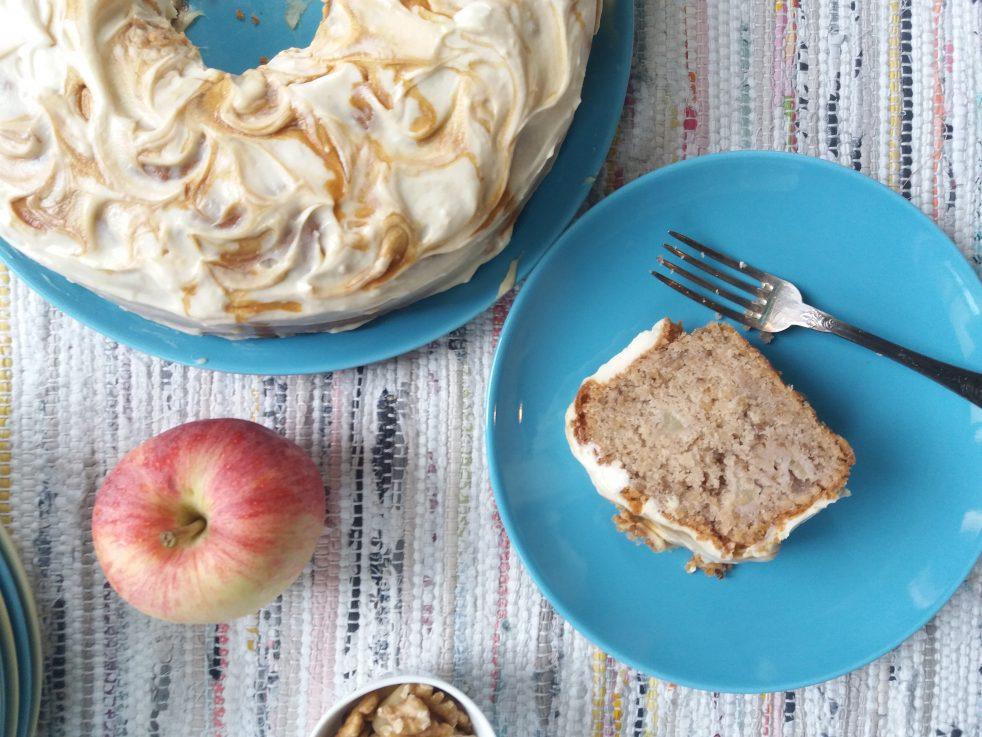 Torta di mele e noci al caramello