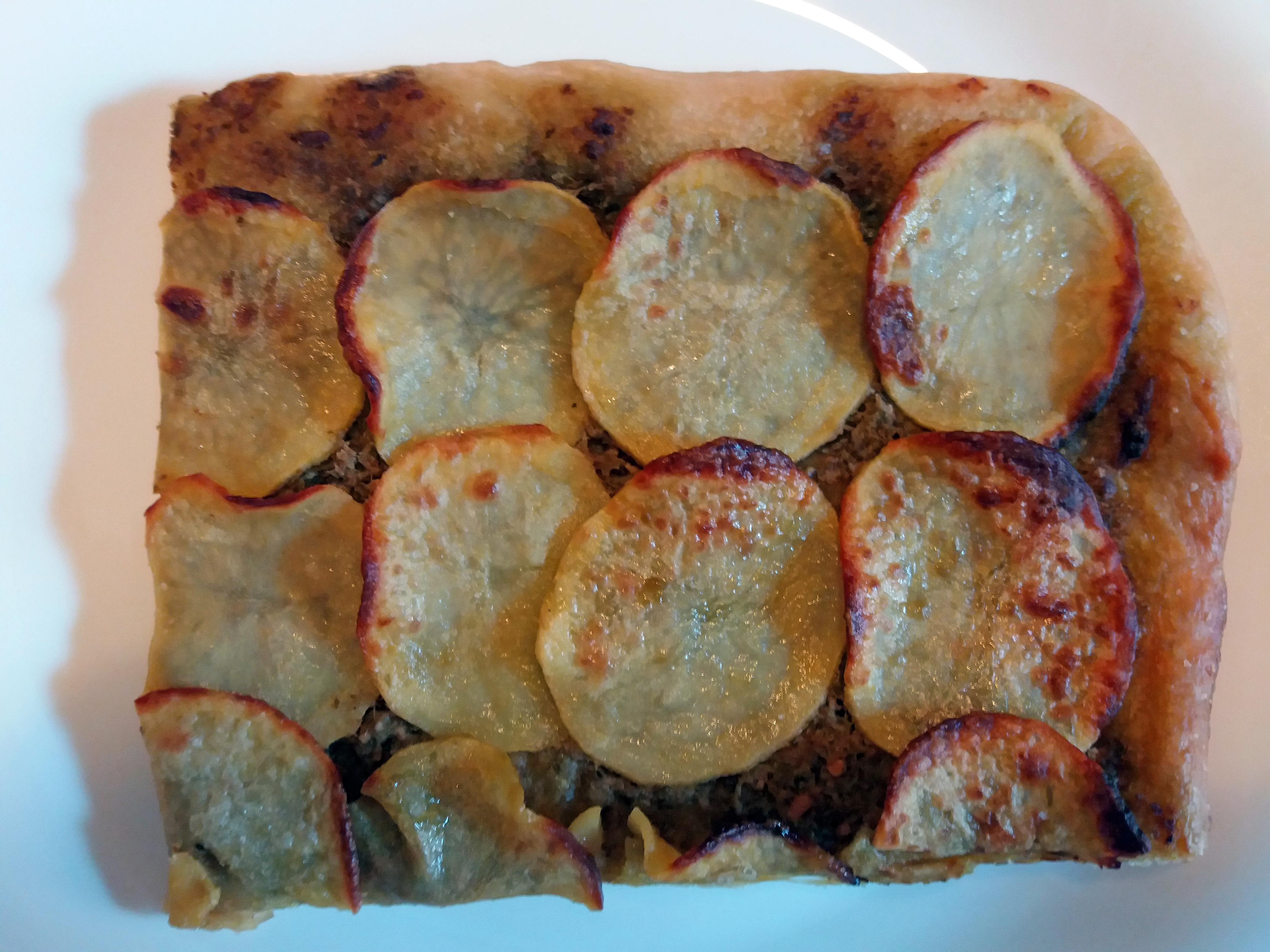 Focaccia con pesto e patate